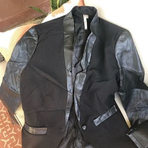 Petticoat Alley Black Blazer
